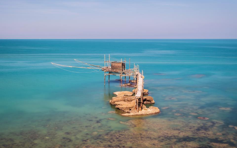 Punta-Aderci_Trabocco_mare_Abruzzo.jpg